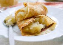 Тонкие блинчики с пряной яблочной начинкой