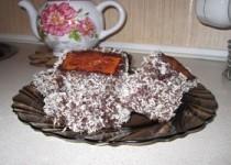 Бисквитное пирожное в шоколаде