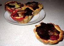 Корзинки с кремом и ягодами